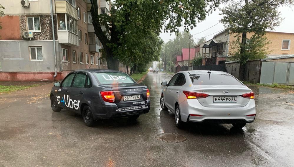 В Брянске обратились к очевидцам ДТП с такси на улице Камозина