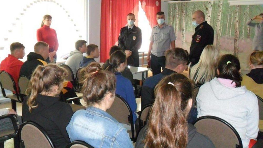 В ходе профилактической акции «Подросток» сотрудники уголовно-исполнительных инспекций проводят воспитательные беседы со студентами