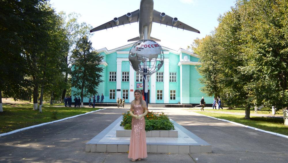Певица Сергия дала концерт для летчиков в брянской Сеще