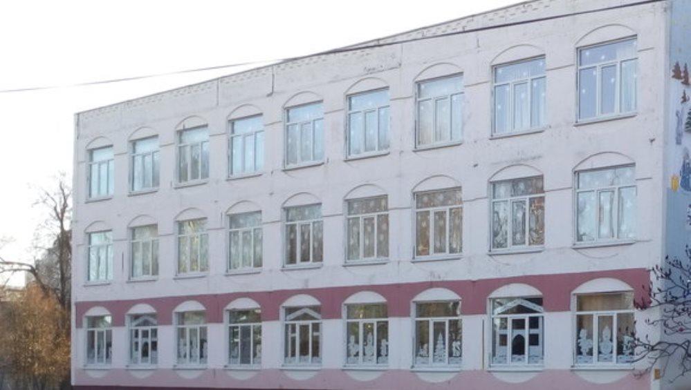 В школе № 9 Брянска 57-летнего работника обнаружили погибшим