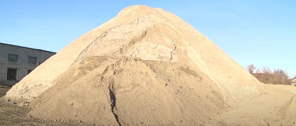 В Брянске заготовят 31 тысячу тонн смеси песка и соли для зимних дорог