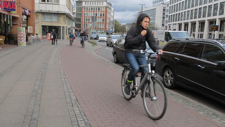 Главу администрации Брянска Александра Макарова попросили сделать велодорожки