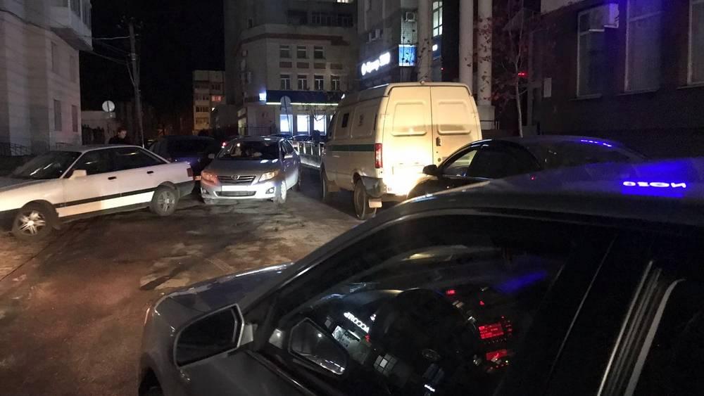 В Брянске из-за «элитной» тесноты возле «дома с часами» произошло два ДТП