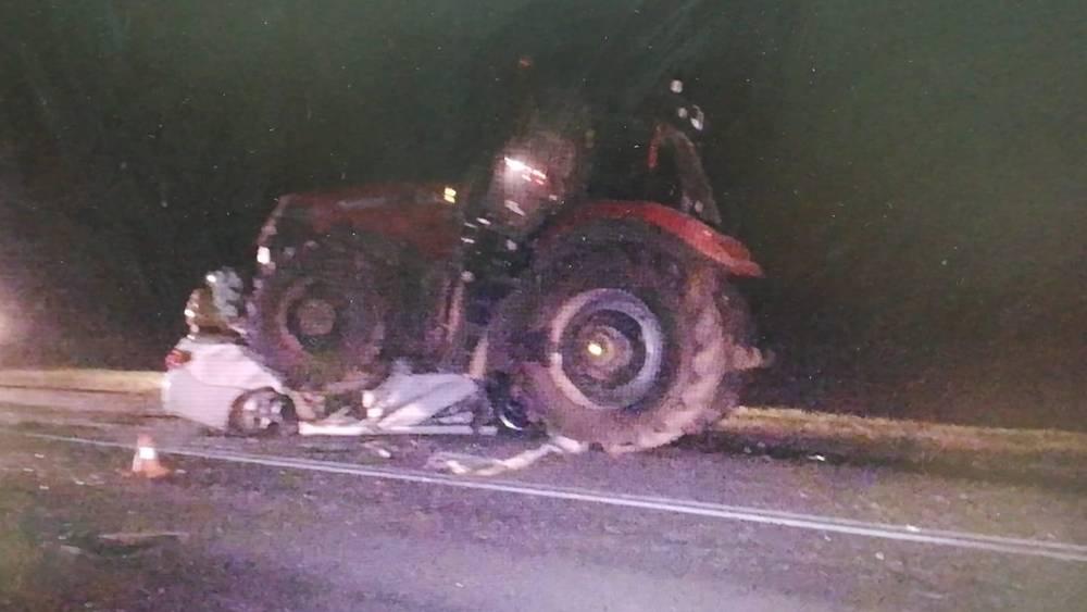В ДТП с трактором на брянской трассе погибли 19-летний водитель и 15-летний подросток