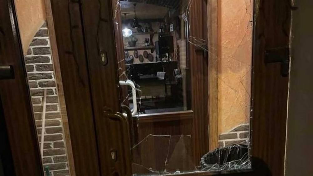 В Брянске во время драки с мужчиной парни разгромили ресторан «Бухтилов»