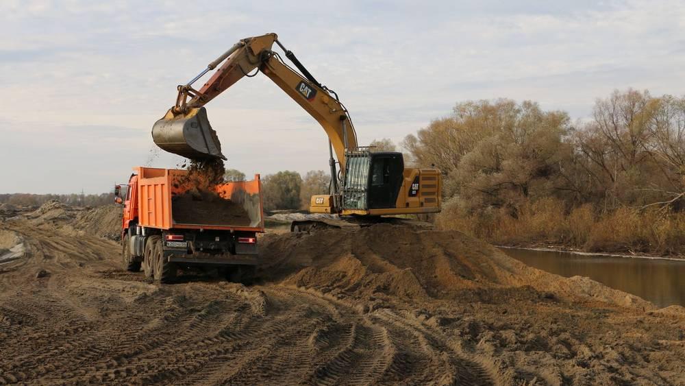 В Брянске русло реки Десны очистили от 170 тысяч кубометров отложений