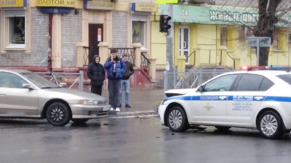 В Брянске возле «Бум-Сити» автомобиль полиции попал в серьезное ДТП