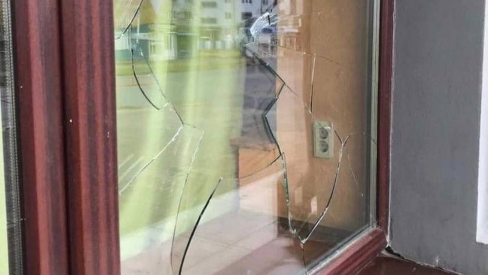 В Брянске во время драки с мужчиной парни разгромили ресторан Бухтилов