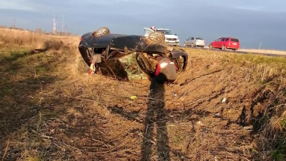 Под Погаром в перевернувшемся автомобиле Lada покалечился 22-летний водитель