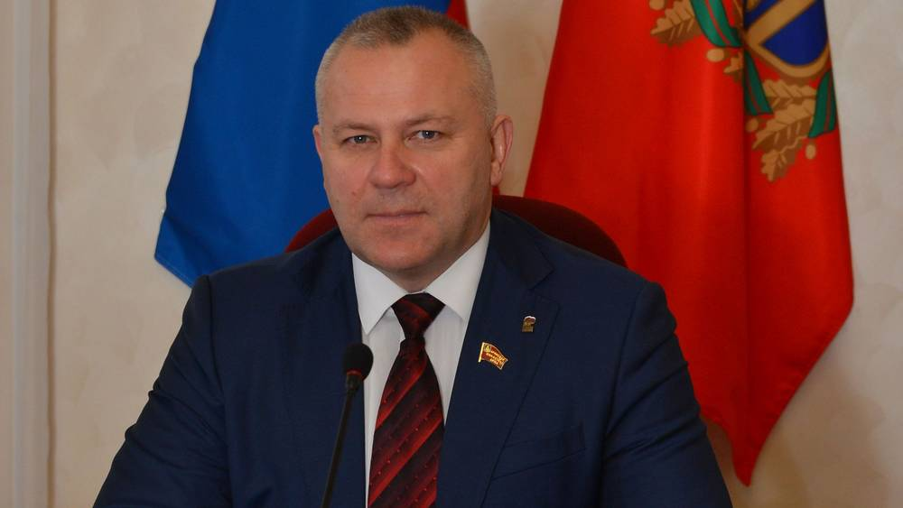 Глава Брянской думы Валентин Суббот поздравил педагогов с Днем учителя