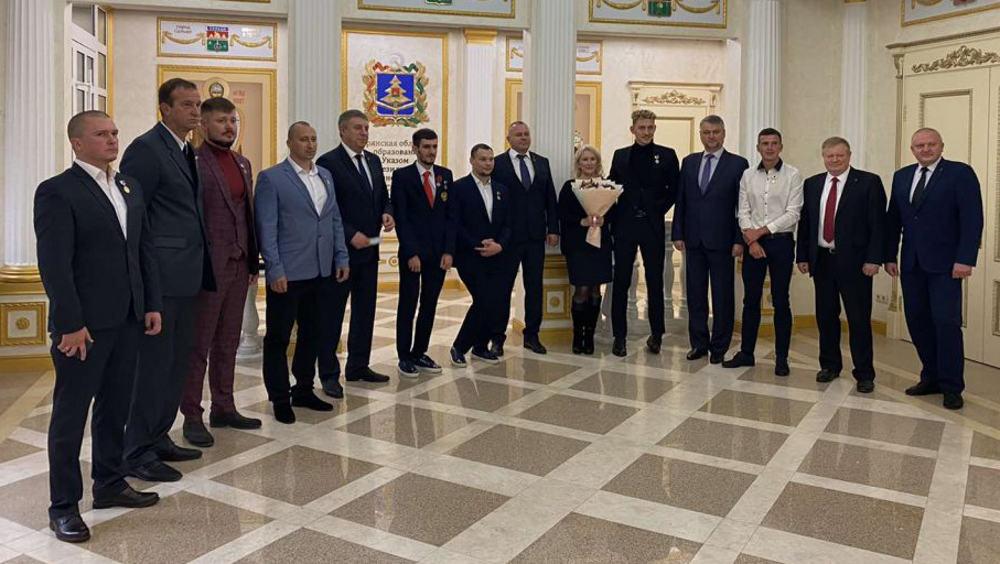 Губернатор Александр Богомаз наградил спортсменов Брянской области