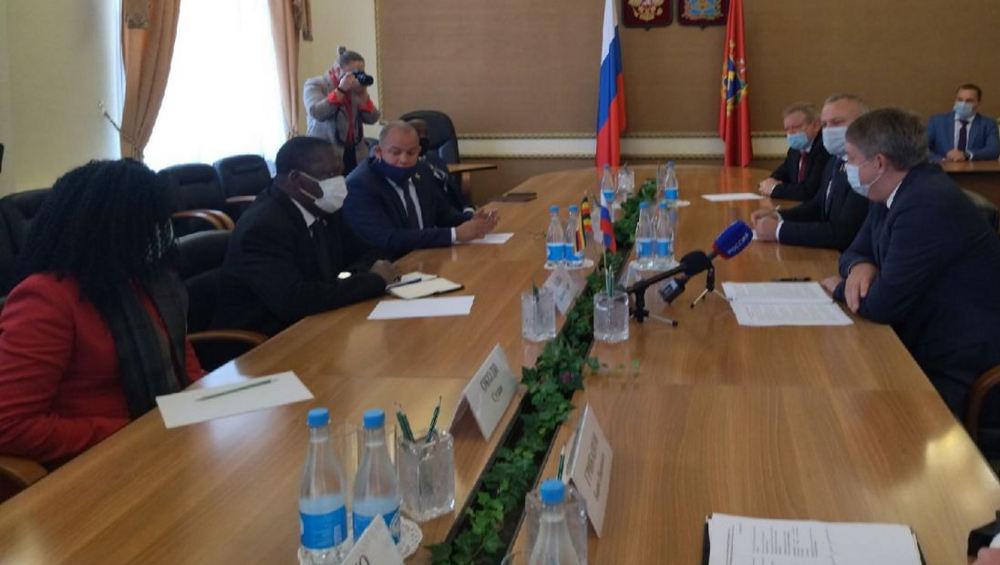 Брянский губернатор Богомаз провел встречу с послом Уганды
