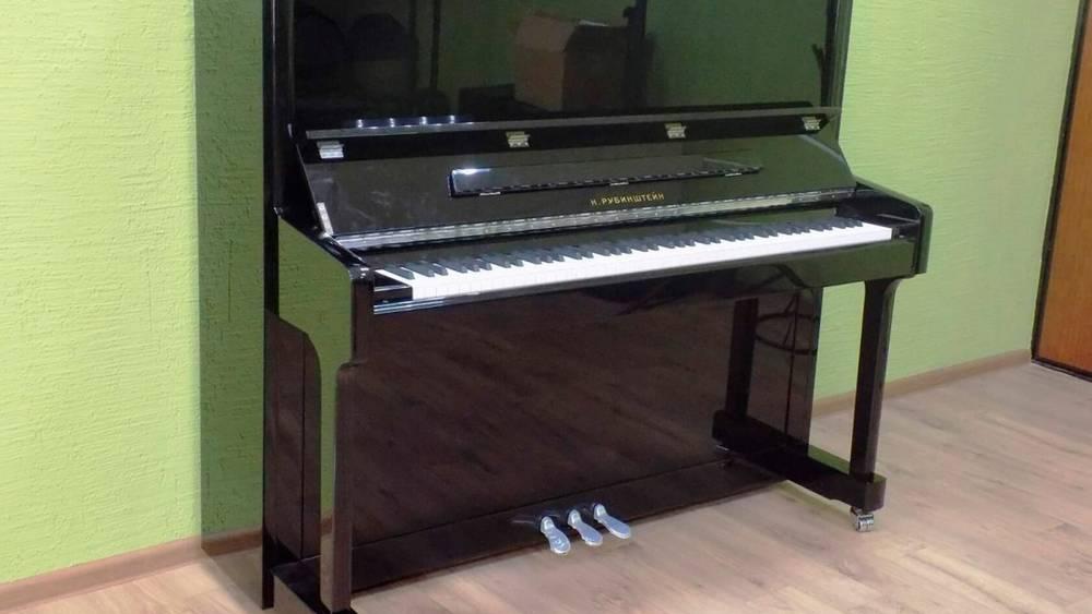 Два концертных пианино доставили в брянскую школу имени Евгения Беляева