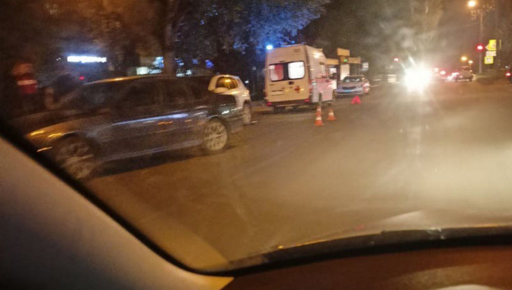 В Брянске водитель автомобиля сбил учителя музыки школы №61
