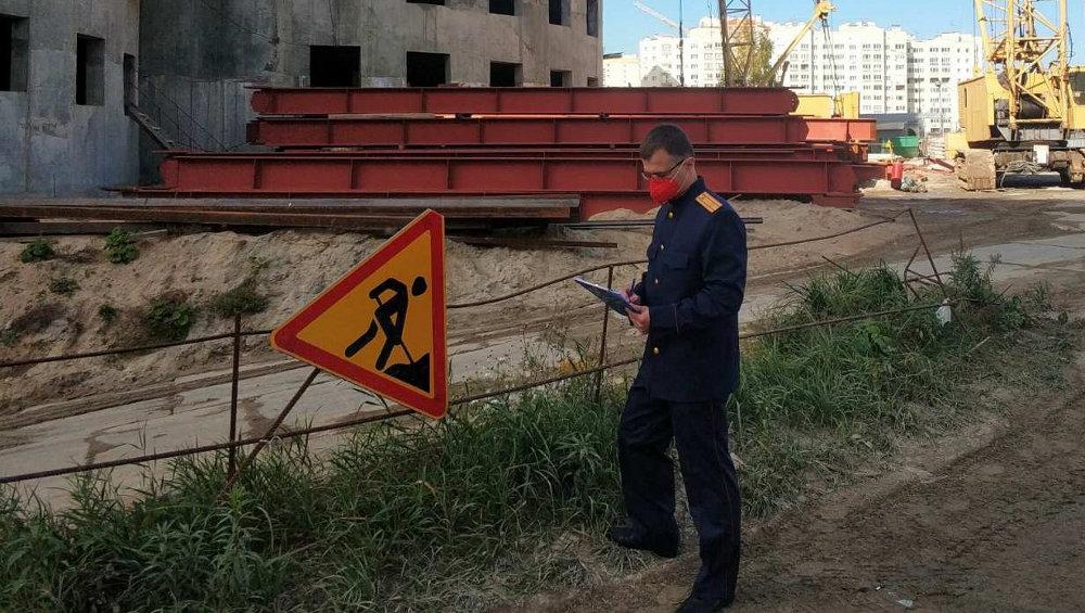 В Брянске на стройке ТРЦ на улице Крахмалева погиб 35-летний монтажник