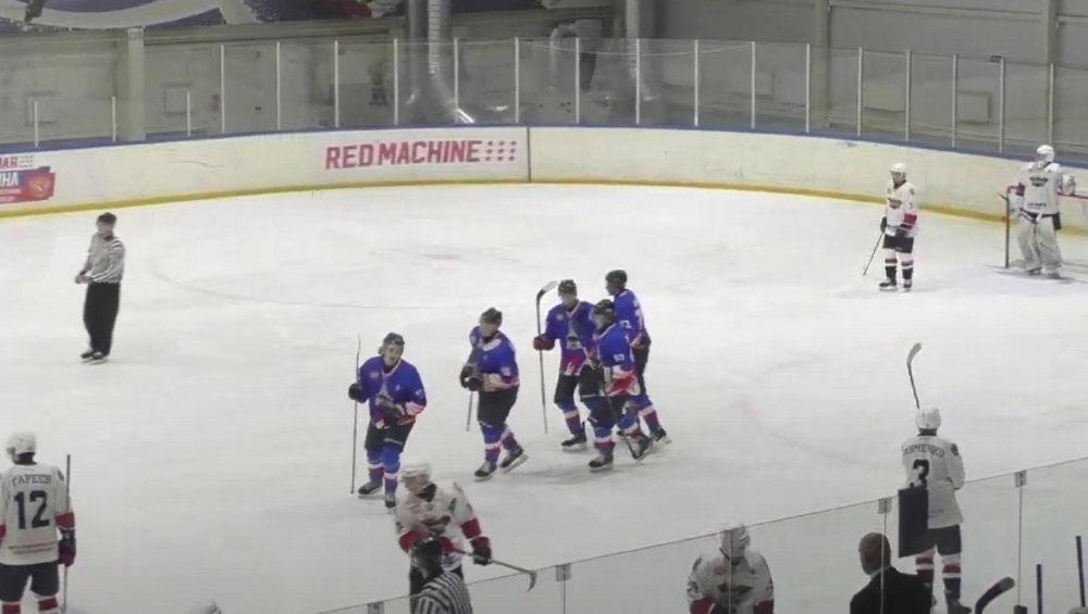 Брянские хоккеисты на своем льду разгромили курский «Сокол» со счетом 8:2