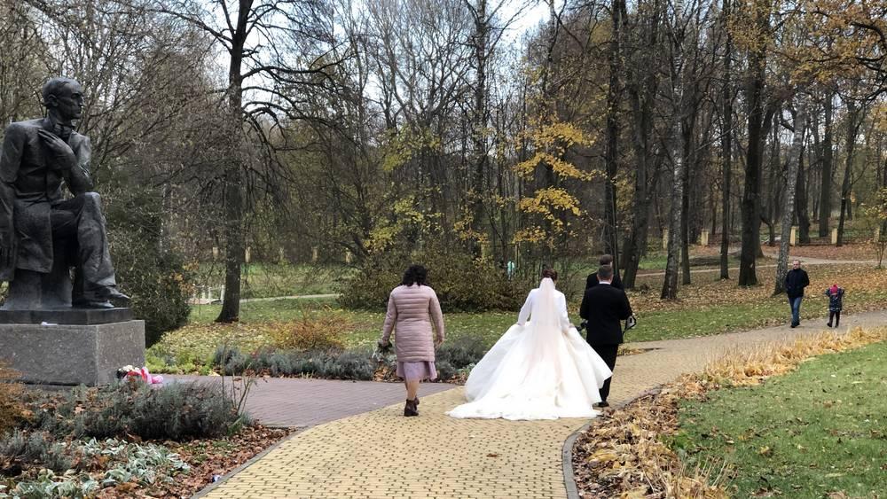 В тютчевский Овстуг Брянской области пришла пора осенних свадеб