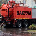 В Брянске дорожники на борьбу с лужей на улице Куйбышева бросили спецтехнику