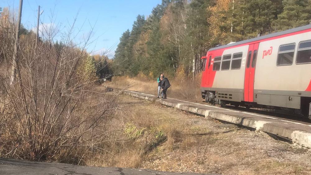 В Брянской области возле железнодорожной платформы заметили подозрительных людей