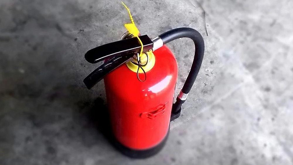 В брянской поликлинике взорвался упавший огнетушитель