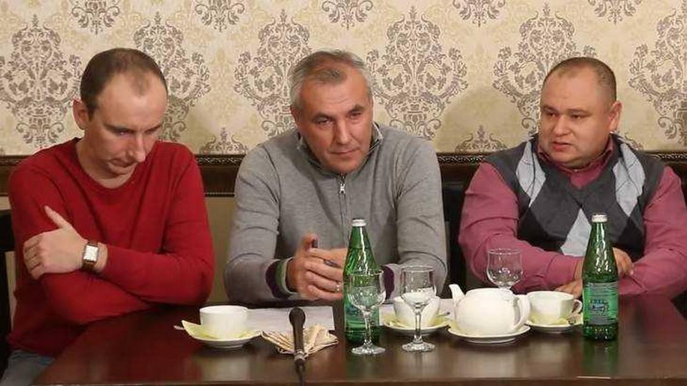 В Брянске обвиняемый Коломейцев и журналист Чернов устроили заочную драку