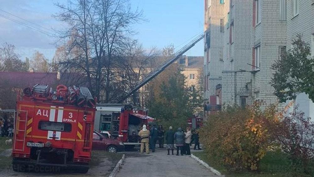 В Брянске 15 человек эвакуировали во время пожара в Фокинском районе
