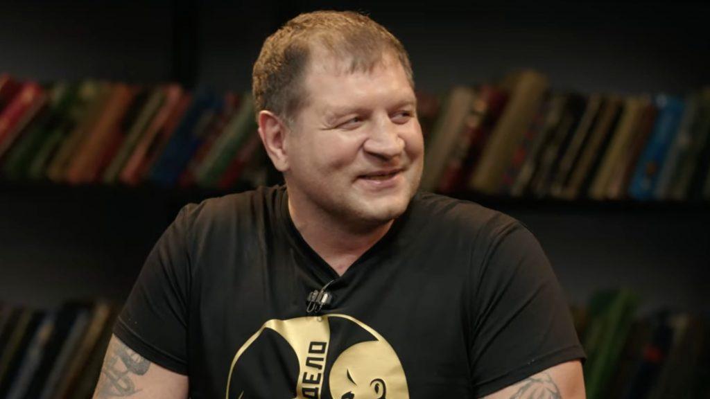 Александр Емельяненко назвал своего соперника «булкой с маслом»