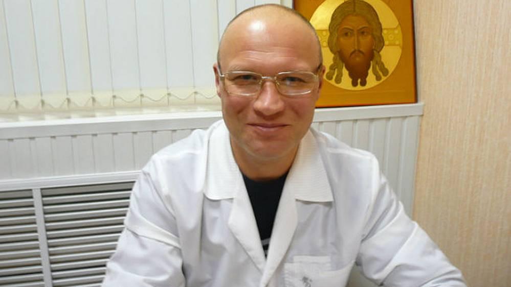 Отец «Мисс Австралия-2021» Дарьи Варламовой работает пластическим хирургом в Брянске