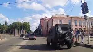 Жителей Клинцов возмутил лихач на военном автомобиле