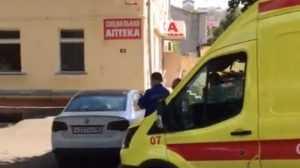 В Брянске возле диспансера автохам перекрыл дорогу скорой помощи