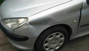 В Брянске разбили припаркованную иномарку – водитель ищет очевидцев