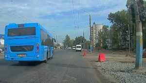 В Брянске водителю «синего» автобуса отомстили за проезд красный свет