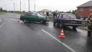Трое пенсионеров пострадали при столкновении автомобилей под Брянском