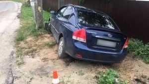 В Сельцо водитель Kia Cerato разбил лоб при наезде на электроопору