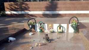 В брянском сквере Ленина гуляки устроили пиршество у Вечного огня