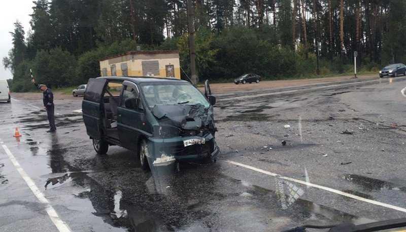 Под Брянском в ДТП с микроавтобусами ранены четыре человека