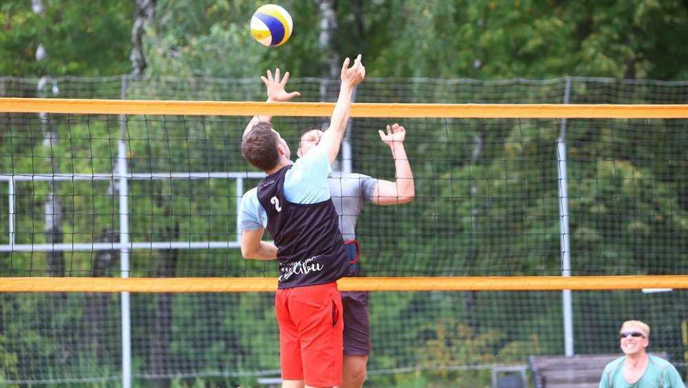 В спортпарке брянского агрохолдинга «Охотно» прошел турнир по волейболу