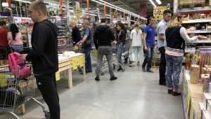 В Брянске закрытие магазинов «Журавли» привело к очередям в «Линии»