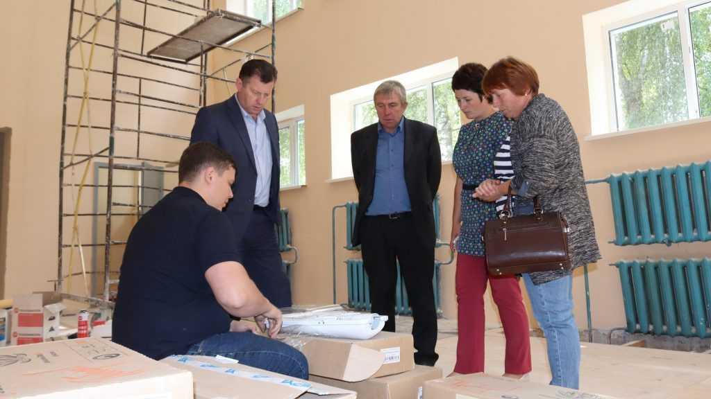 Рабочая группа партпроекта оценила ход ремонта спортзалов сельских школ Брянщины