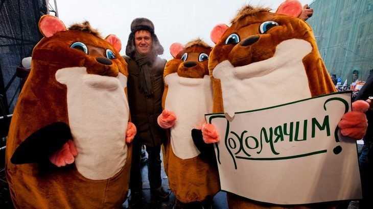 Навального за поздравление с Пасхой растерзали подшефные «хомяки»