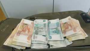 Брянские таможенники задержали в поезде украинца с миллионом рублей
