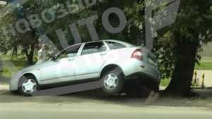 В Новозыбкове легковушка попала в ДТП из-за неудачной парковки
