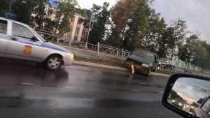 В Брянске на проспекте Московском легковушка врезалась в забор