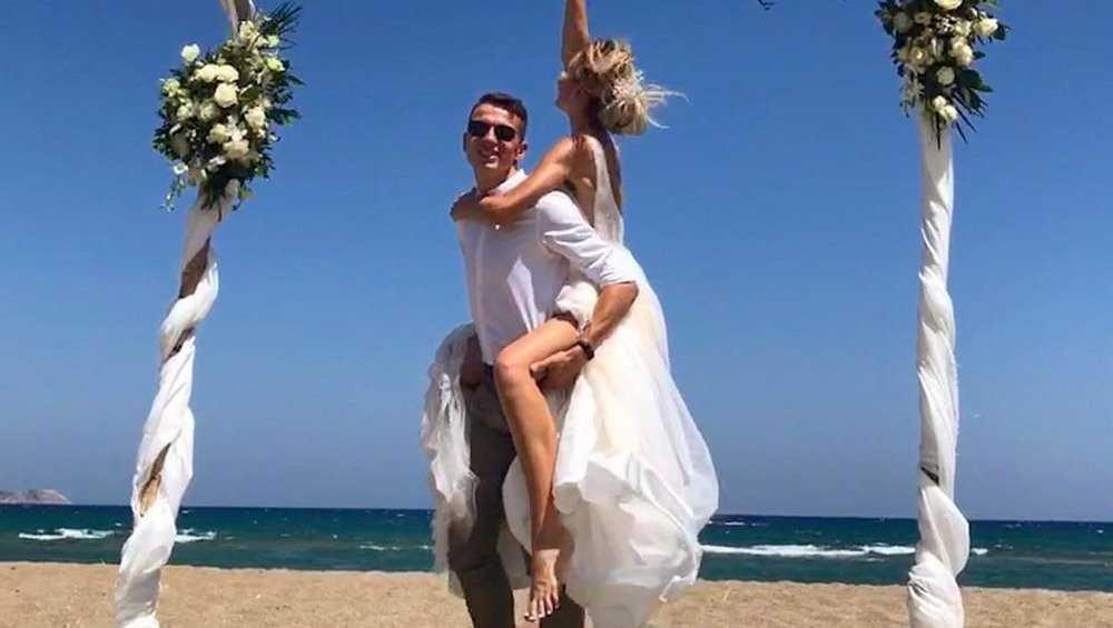 Именитый брянский легкоатлет Илья Иванюк сыграл в Греции свадьбу