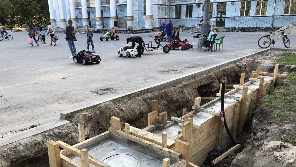 Для входных ворот Майского парка Брянска соорудили мощный фундамент