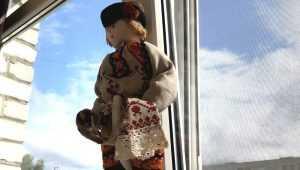 В Брянской области началось страшное нашествие пластиковой саранчи