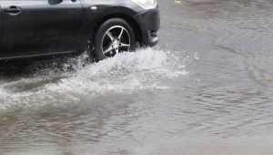 В Брянске после ливня ушли под воду улицы Бежицкого района
