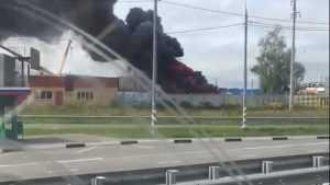 Черный дым от горевшей базы всполошил жителей Супонева