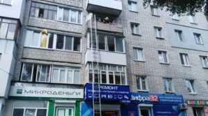 В Брянске пожарный спас от падения с балкона 4-летнего ребёнка