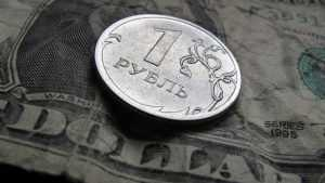 Курс доллара подошел к отметке в 81 рубль